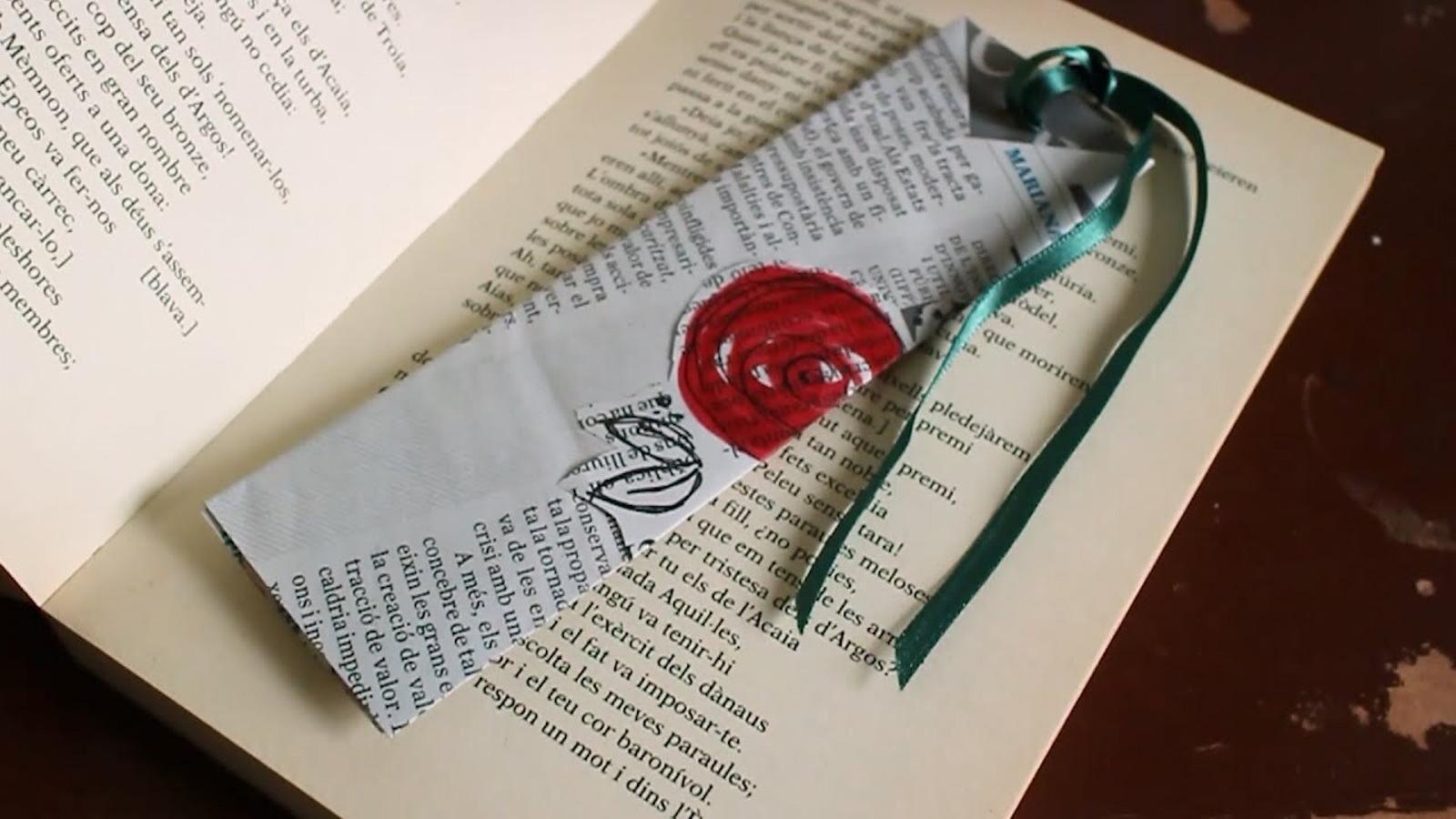 Com fer un punt de llibre amb paper de diari