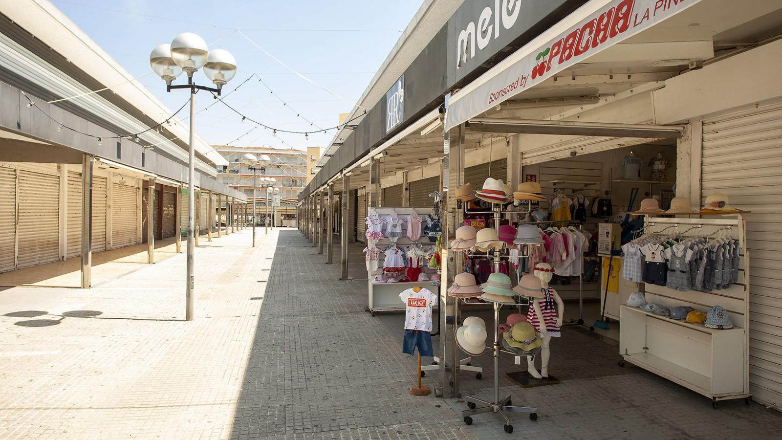 Salou pateix per la temporada d'estiu. A la imatge, negocis tancats i carrers buits després de l'estat d'alarma.