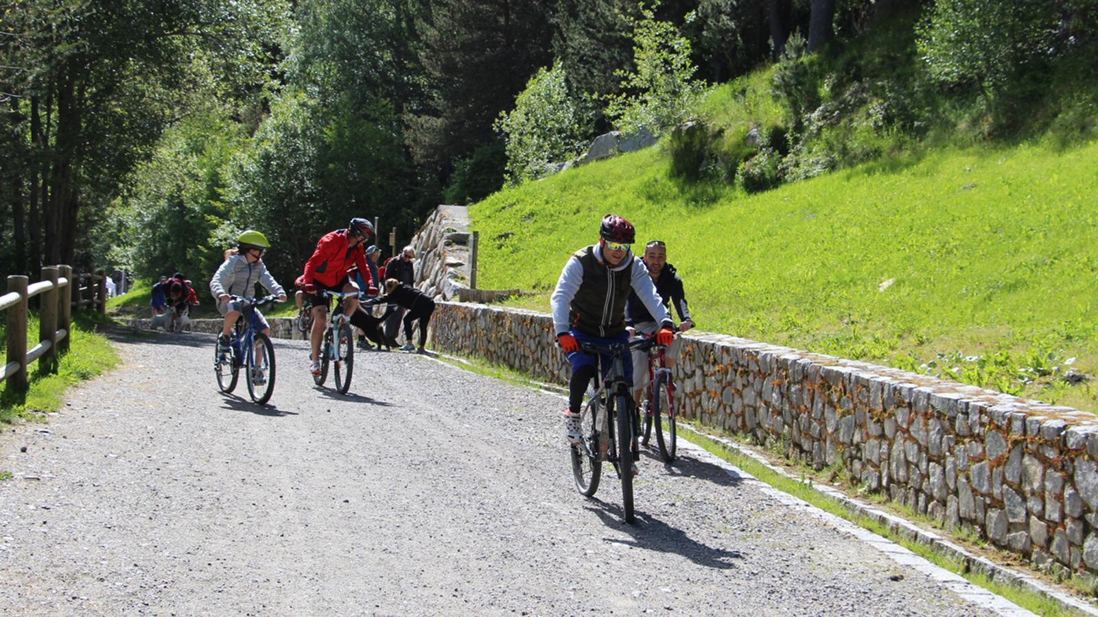 Ciclistes d'excursió. / ARXIU ANA