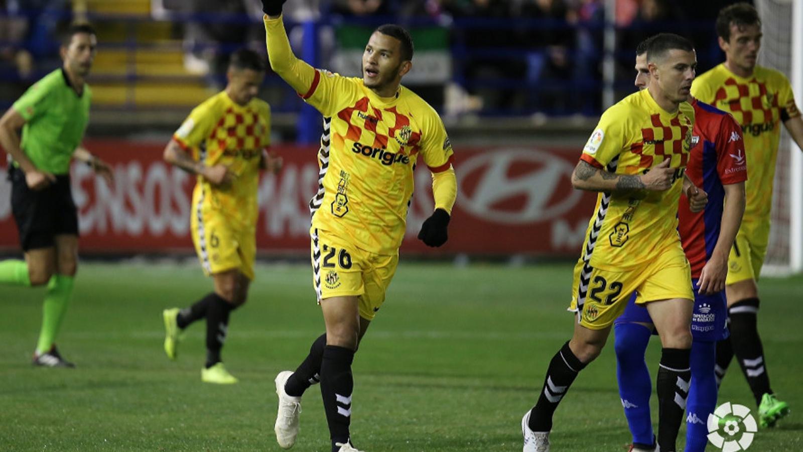 Luis Suárez, celebrant el gol del Nàstic al camp de l'Extremadura