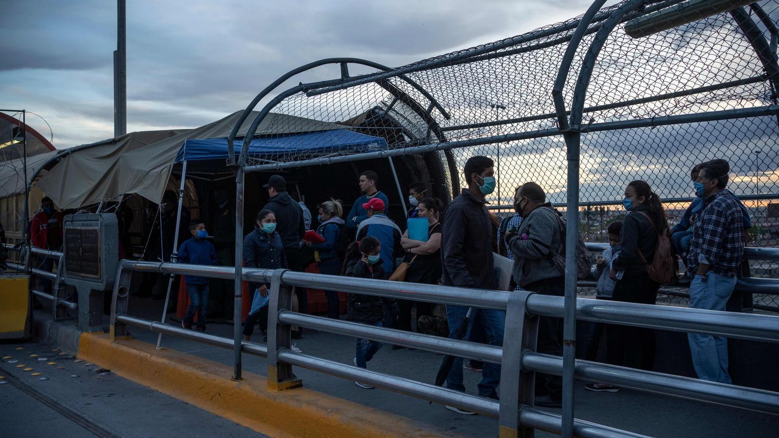 Migrants a la frontera amb els Estats Units amb Mèxic
