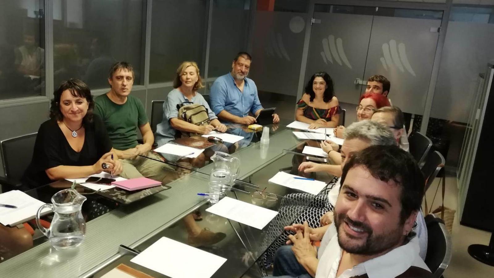 Inici de la reunió de la comissió del pla de fosses