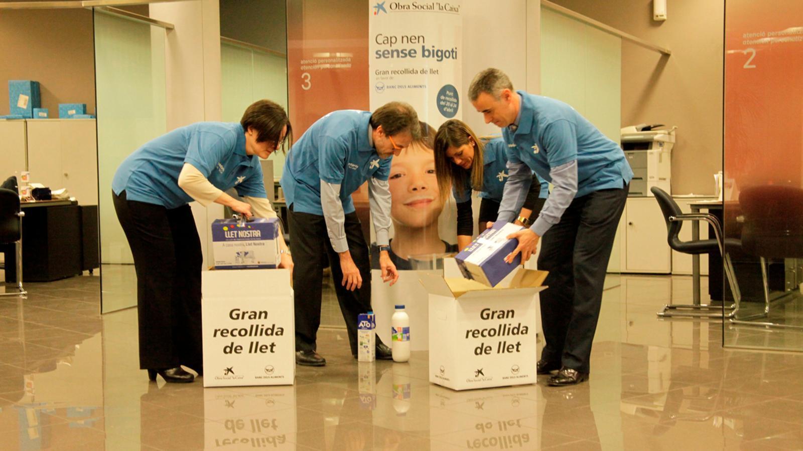 Les oficines de la caixa recapten litres de llet en for Caixa enginyers oficines