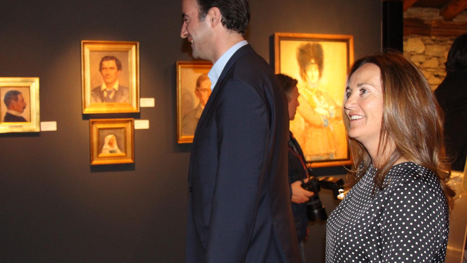 Olga Gelabert, ministre de Cultura, Joventut i Esports en funcions, acompanyada del cònsol de la Massana, David Baró. / M. R. F.