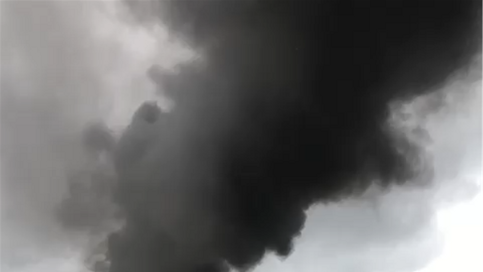 Incendi en una nau industrial a Pollença.