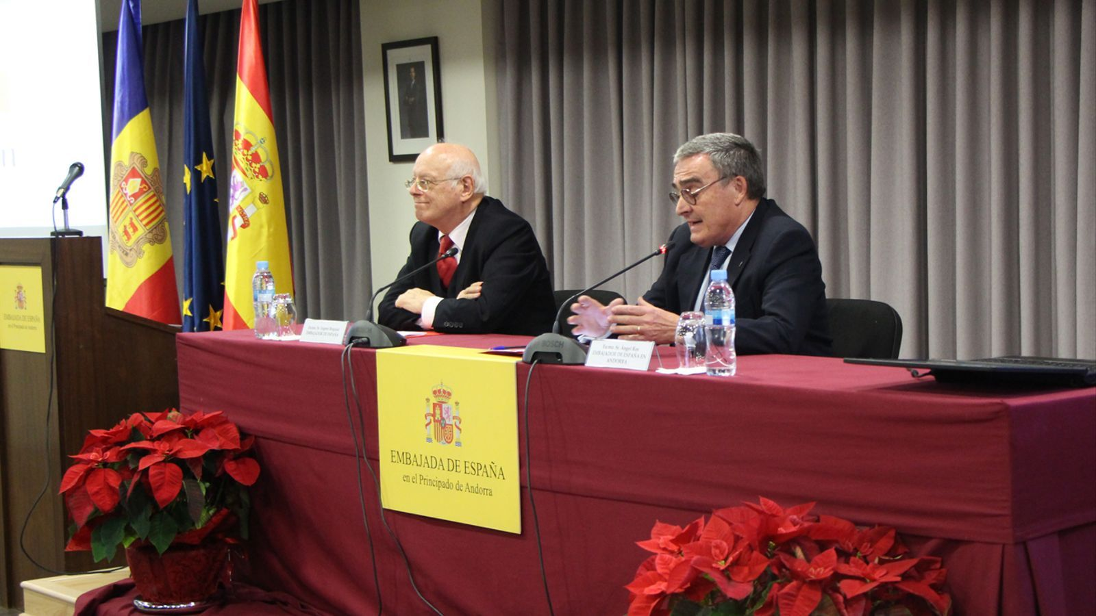 L'exambaixador d'Espanya a Andorra, Eugeni Bregolat, i l'actual ambaixador, Àngel Ros, aquest dimarts. / M. P. (ANA)