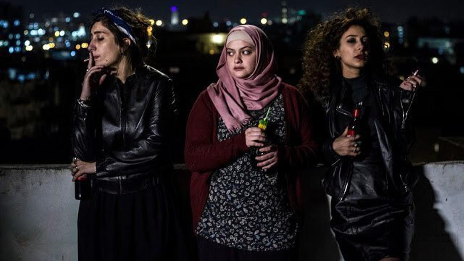 La Salma, la Nour i la Leila són tres dones palestines que comparteixen pis a Tel-Avivi en el drama Bar Bahar.