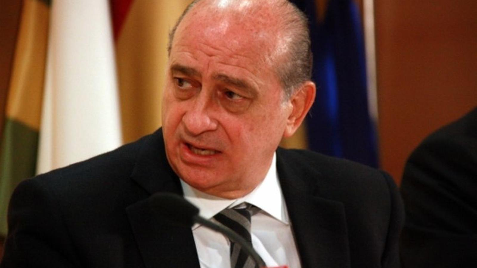 El govern espanyol impulsa oficines a les fronteres de for Ministre interior