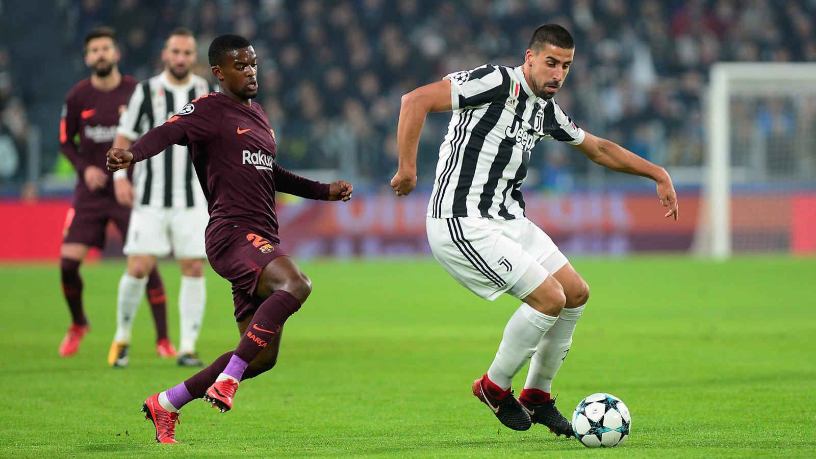 Semedo, pressionant Khedira, en una acció del Juventus-Barça de dimecres a Torí.