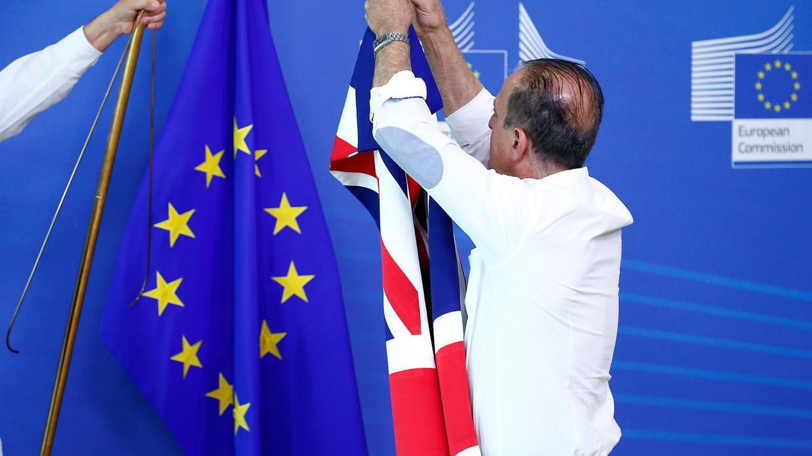 La UE es prepara per a un Brexit caòtic