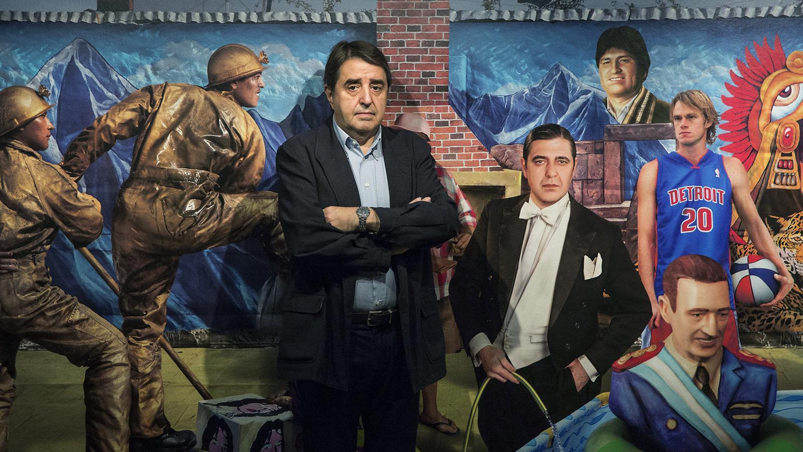 Traveria davant una obra del fotògraf i artista plàstic argentí Marcos López.