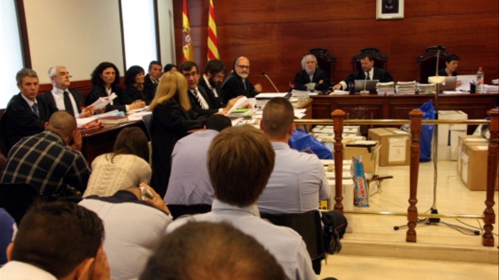 Els acusats del cas Stroika de Manresa, aquest dimecres a l'Audiència. ACN
