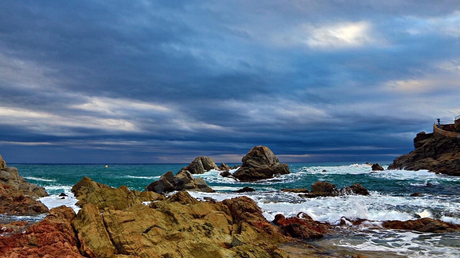 Mosaic fotogr fic d 39 un cap de setmana mogut meteorol gicament - Lloret del mar meteo ...