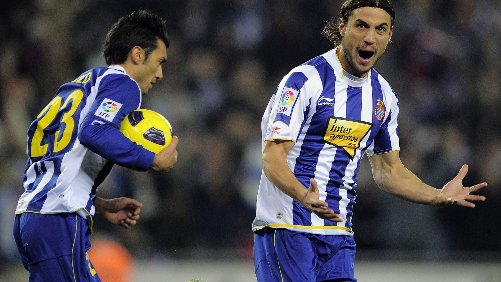 Osvaldo va celebrar amb ràbia el gol que va marcar, l'únic que va aconseguir l'Espanyol i que va acabar amb la ratxa d'imbatibilitat del porter blaugrana Víctor Valdés.