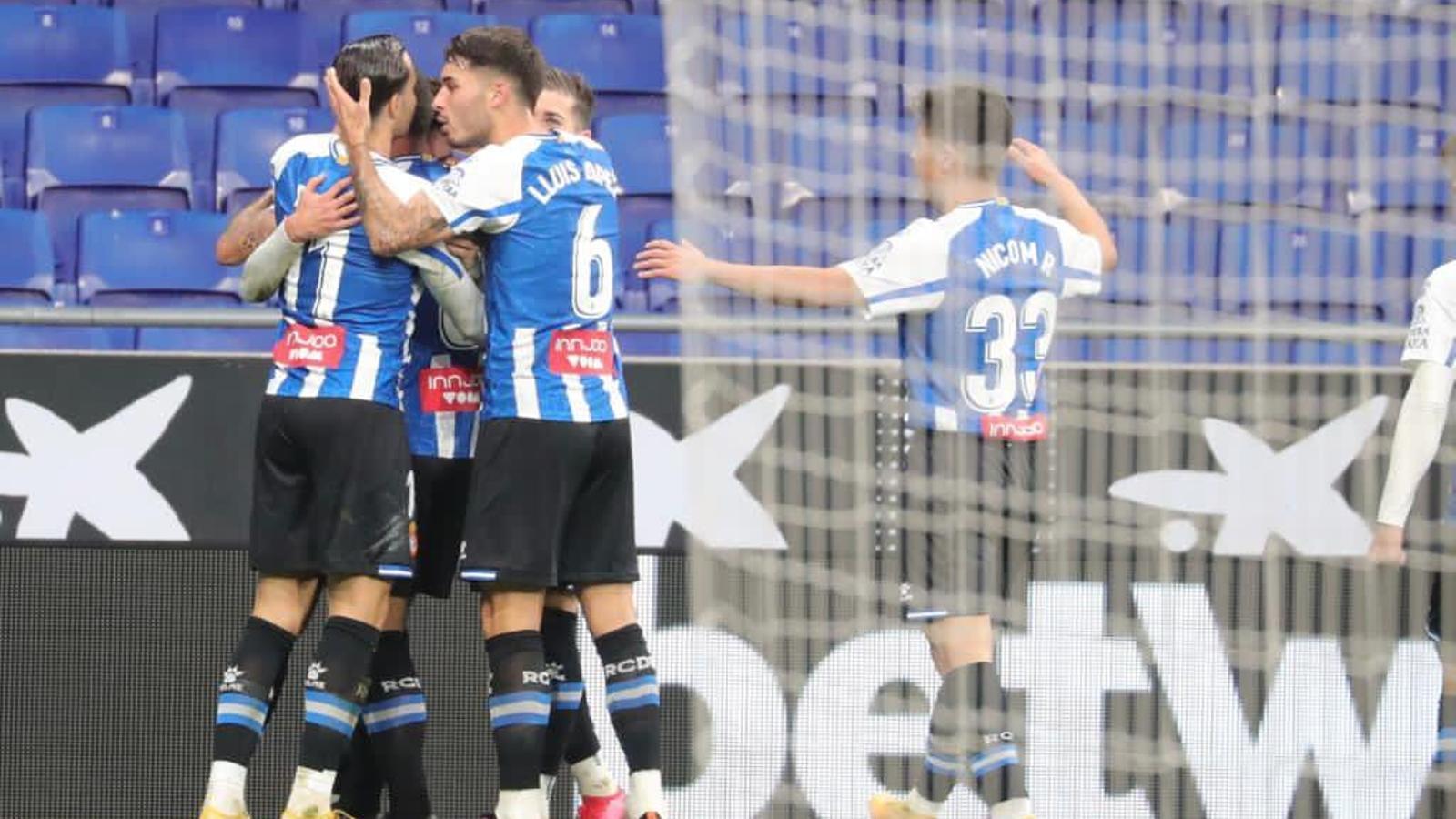 Els jugadors de l'Espanyol, celebrant el gol d'Óscar Gil