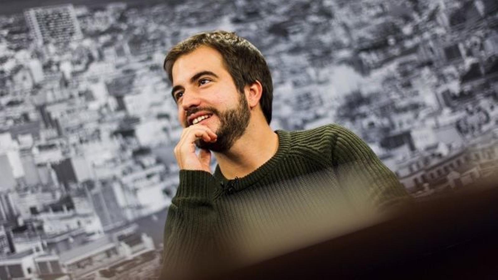 """Antoni Bassas entrevista Ricard Ustrell: """"He tingut la sensació que moriré jove, i potser per això he cremat etapes a la vida"""""""
