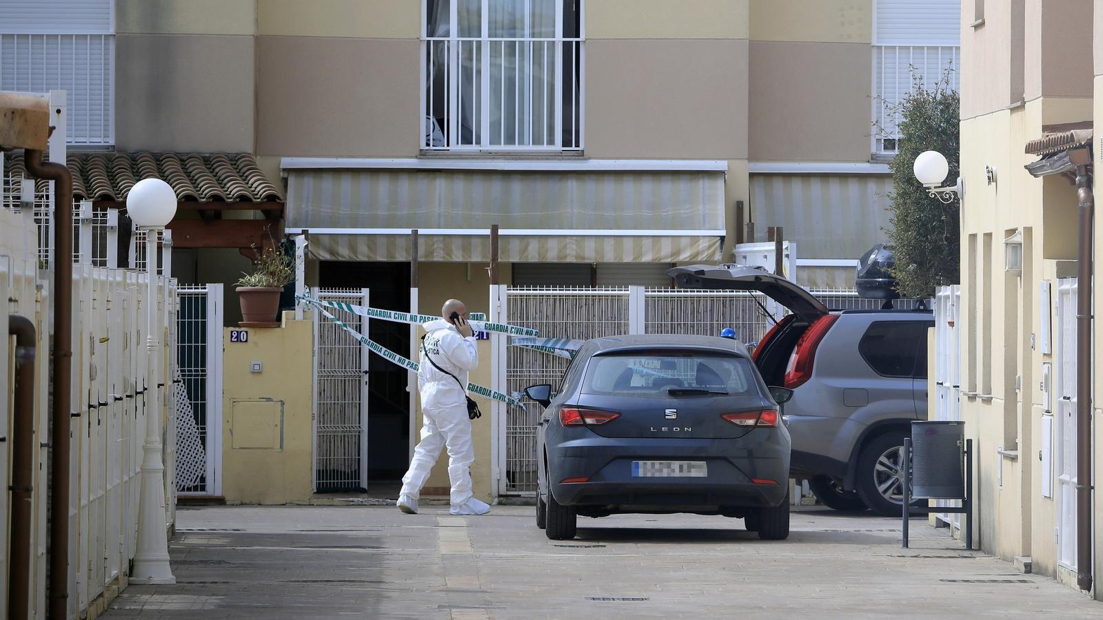 Un home mata la seva parella davant dels dos fills a Almassora