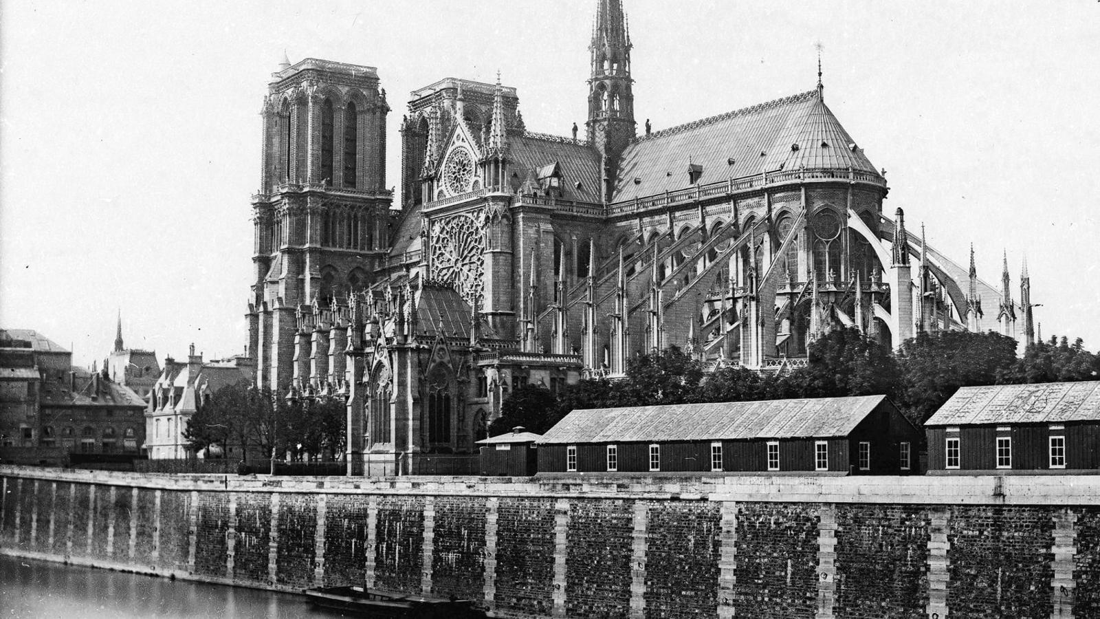 Notre-Dame cap al 1865-1867, després de la restauració de Viollet-le-Duc.  ABH Architectes Alexandre Fantozzi Studio Fuksas Ulf Mejergren Architectes  Studio NAB Vizum Atelier Alexander Nerovnya Mathieu Lehanneur