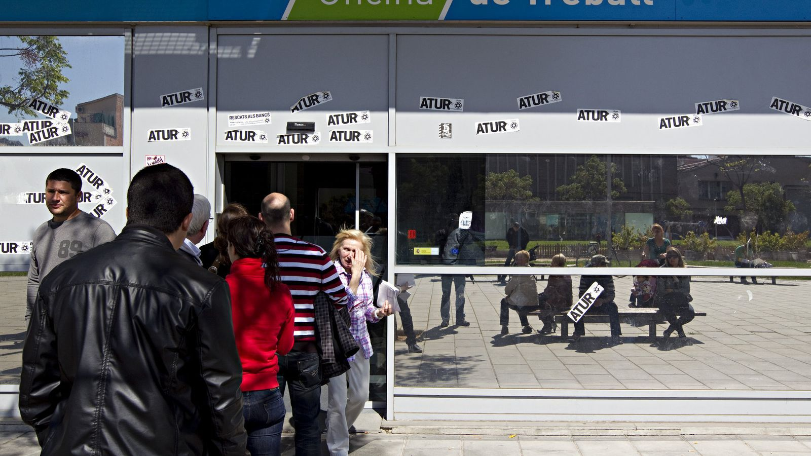 L 39 ocupaci s 39 enfonsa al setembre empesa per les retallades for Oficina de treball barcelona