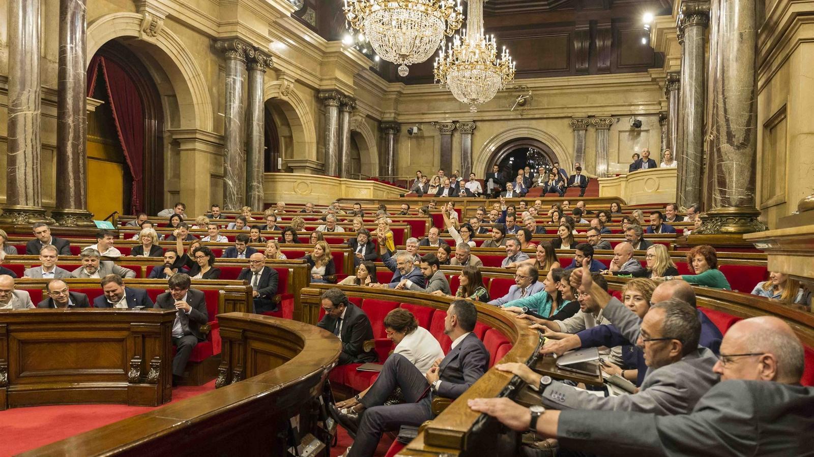 El Parlament aprova definitivament la llei de la Hisenda catalana amb els vots de JxSí i la CUP