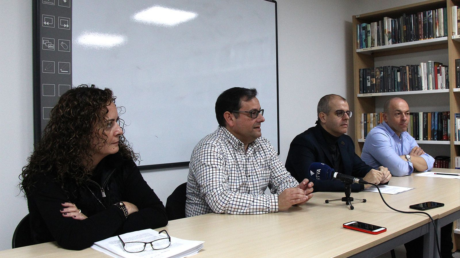 El president del CFPA, Salvador Prieto, i els vocals Llorenç Martí i Lara Vilamala, acompanyats del seu lletrat, Josep Antoni Silvestre, durant la roda de premsa. / M. F.