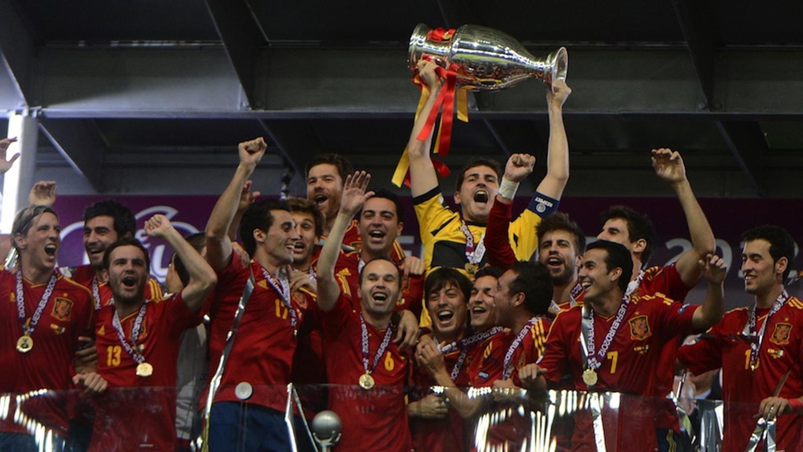 Iker Casillas aixeca l'Eurocopa