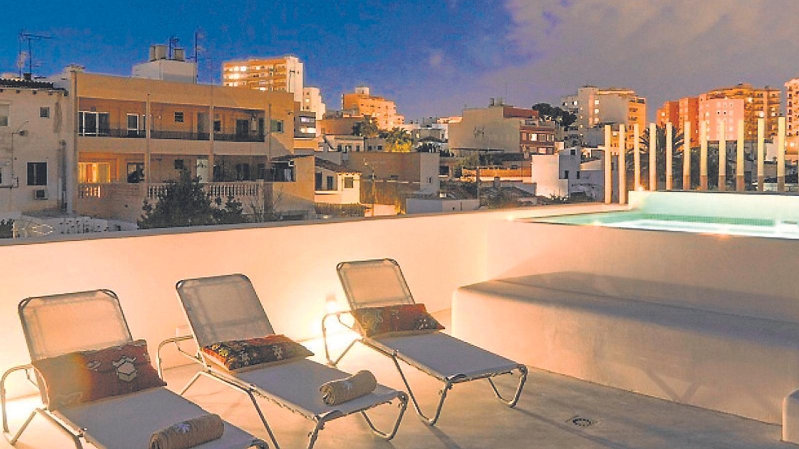 Terrassa superior de l'apartament del carrer Porto, número 43.