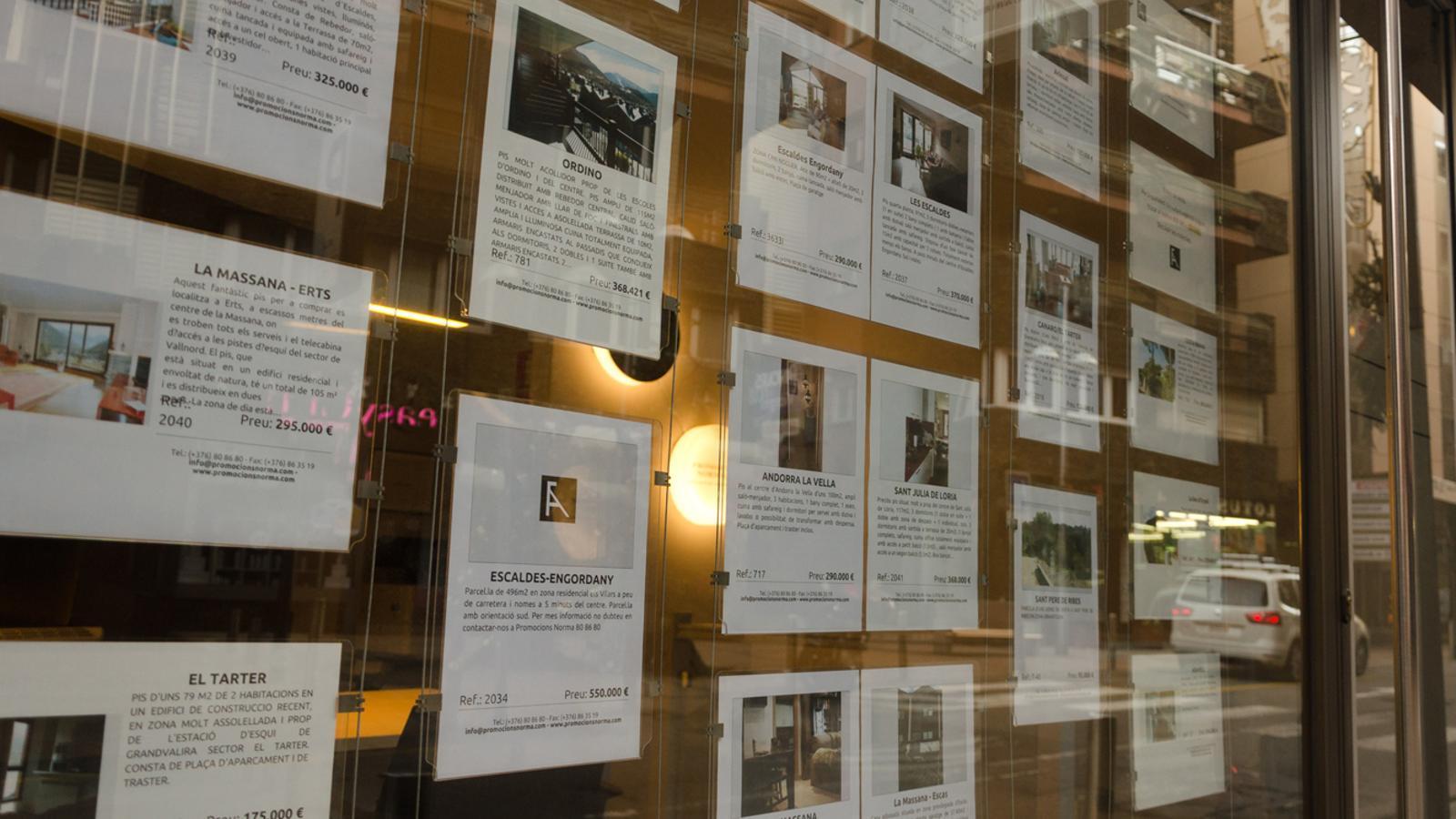 Imatge de les ofertes d'una immobiliària. / ARXIU ANA