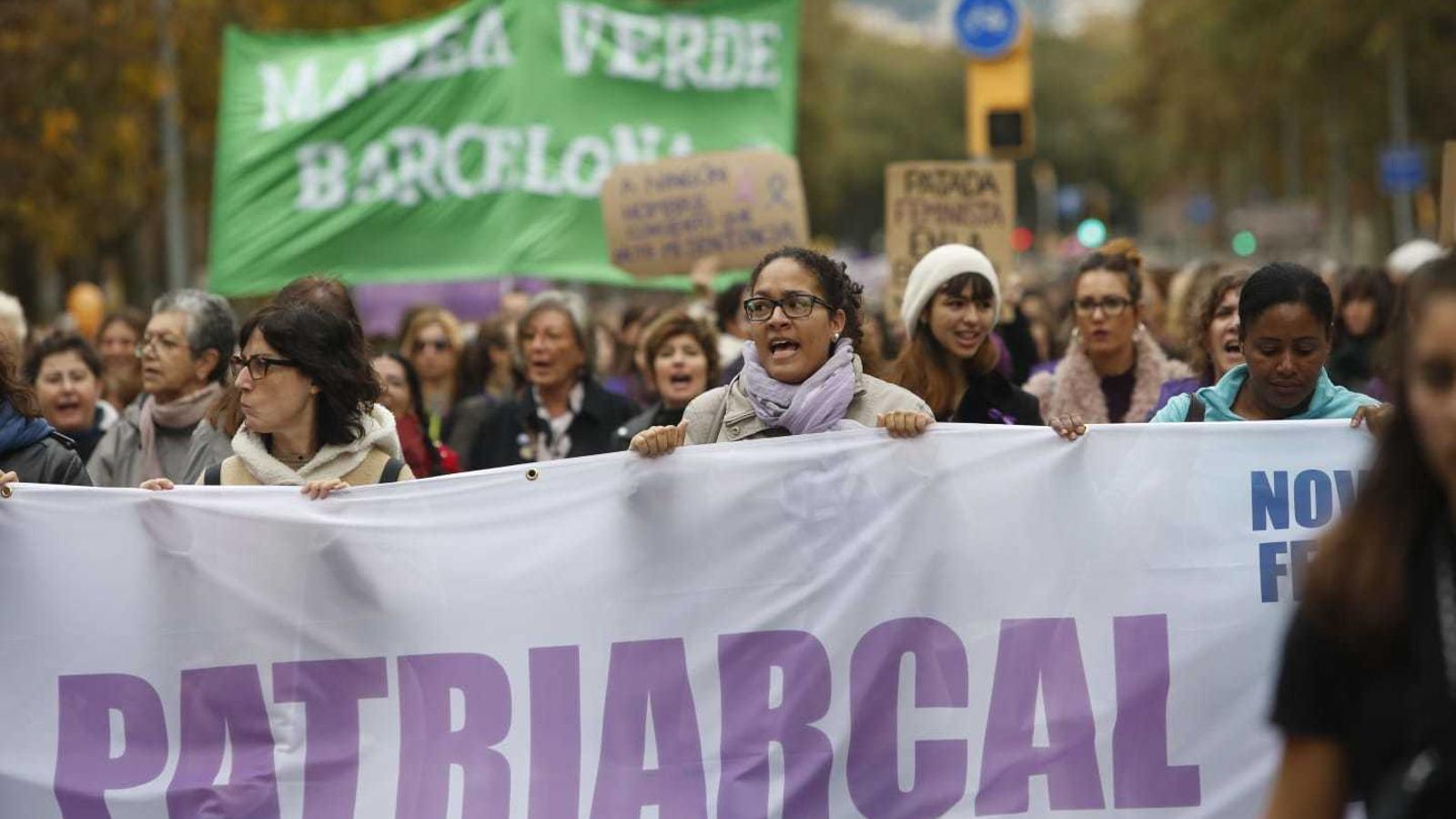 La manifestació contra la violència masclista ha arrencat a la plaça Universitat.