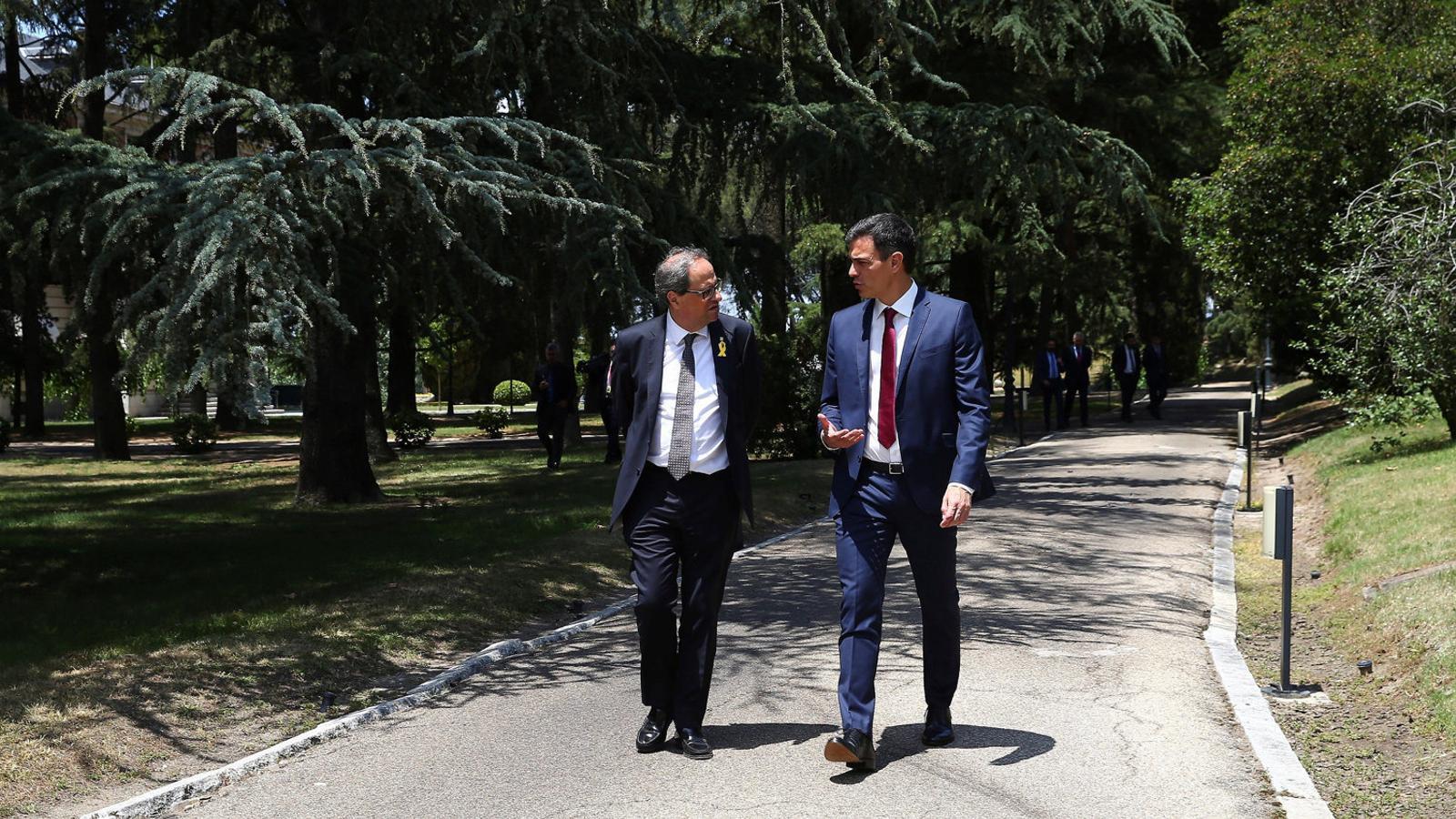 Torra i Sánchez constaten la distància, però obren el diàleg