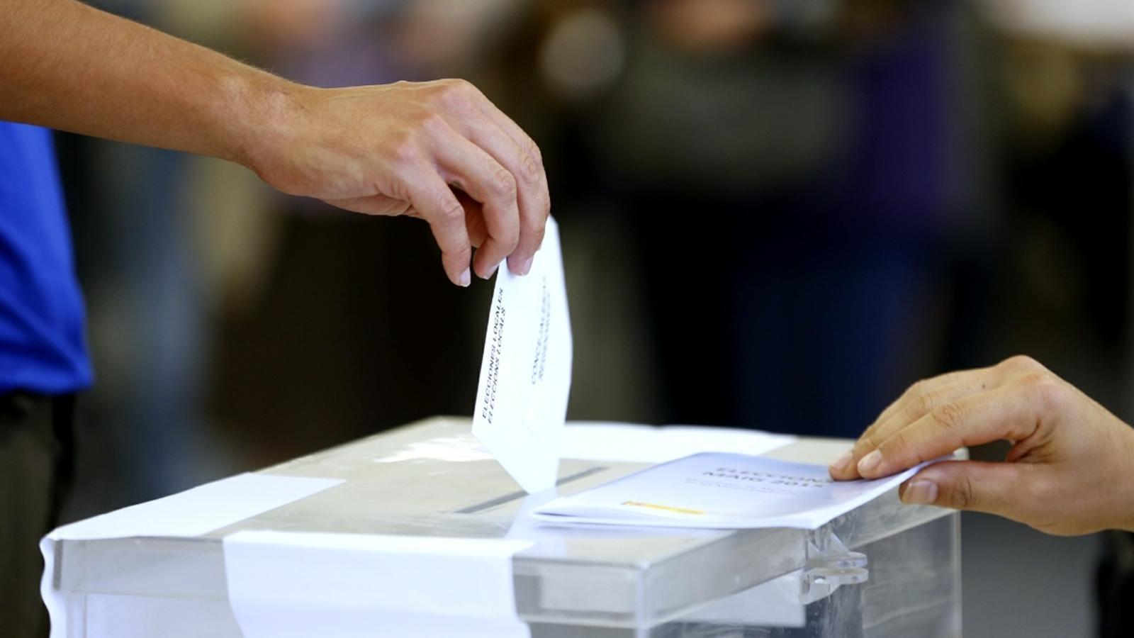 Llegeix l'última enquesta del CIS sobre les eleccions catalanes