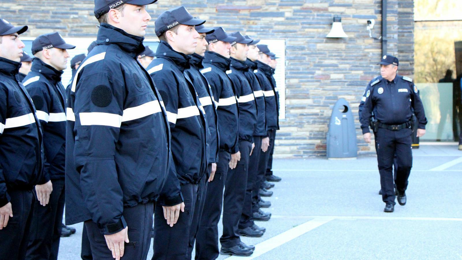 Cerimònia d'obertura d'una promoció d'agents de policia. / ANA