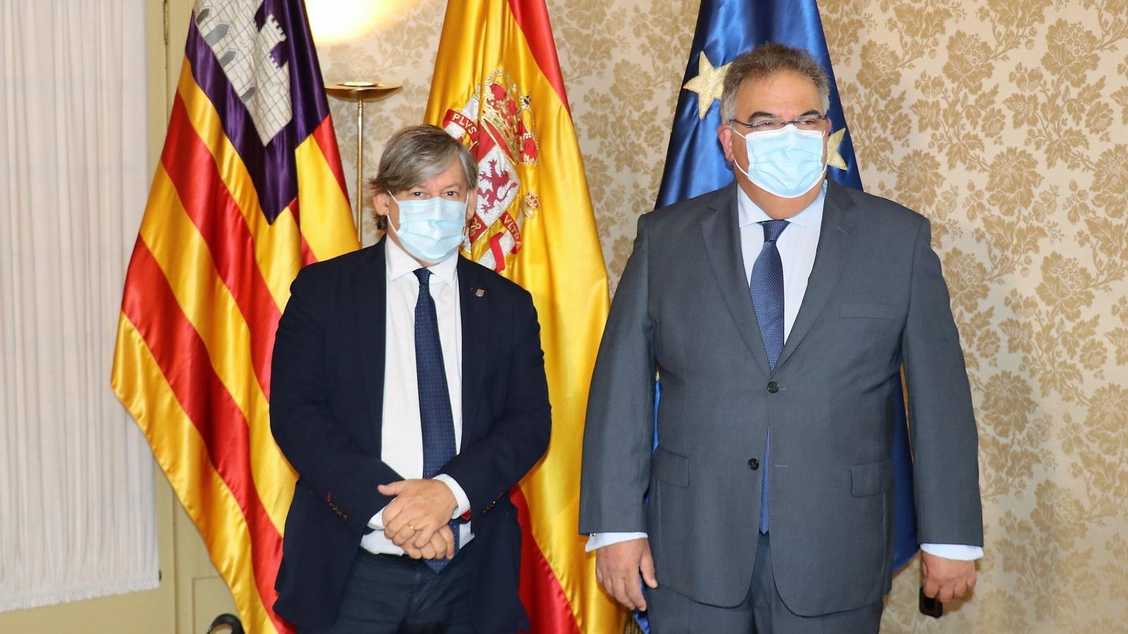 El president del Parlament de les Balears, Vicenç Thomàs, i el fiscal superior de les Illes, Bartomeu Barceló