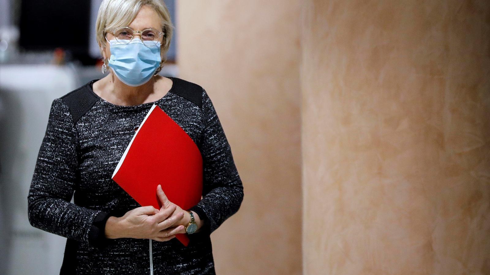 La consellera de Sanitat Universal i Salut Pública, Ana Barceló, moments abans de comparèixer aquest dilluns