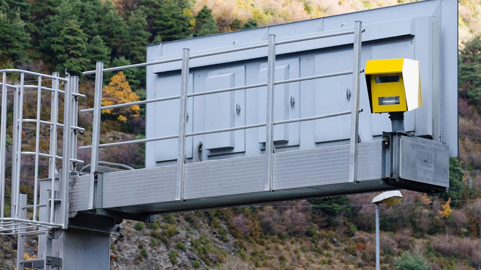 Un dels radars instal·lats a la xarxa viària. / ARXIU ANA