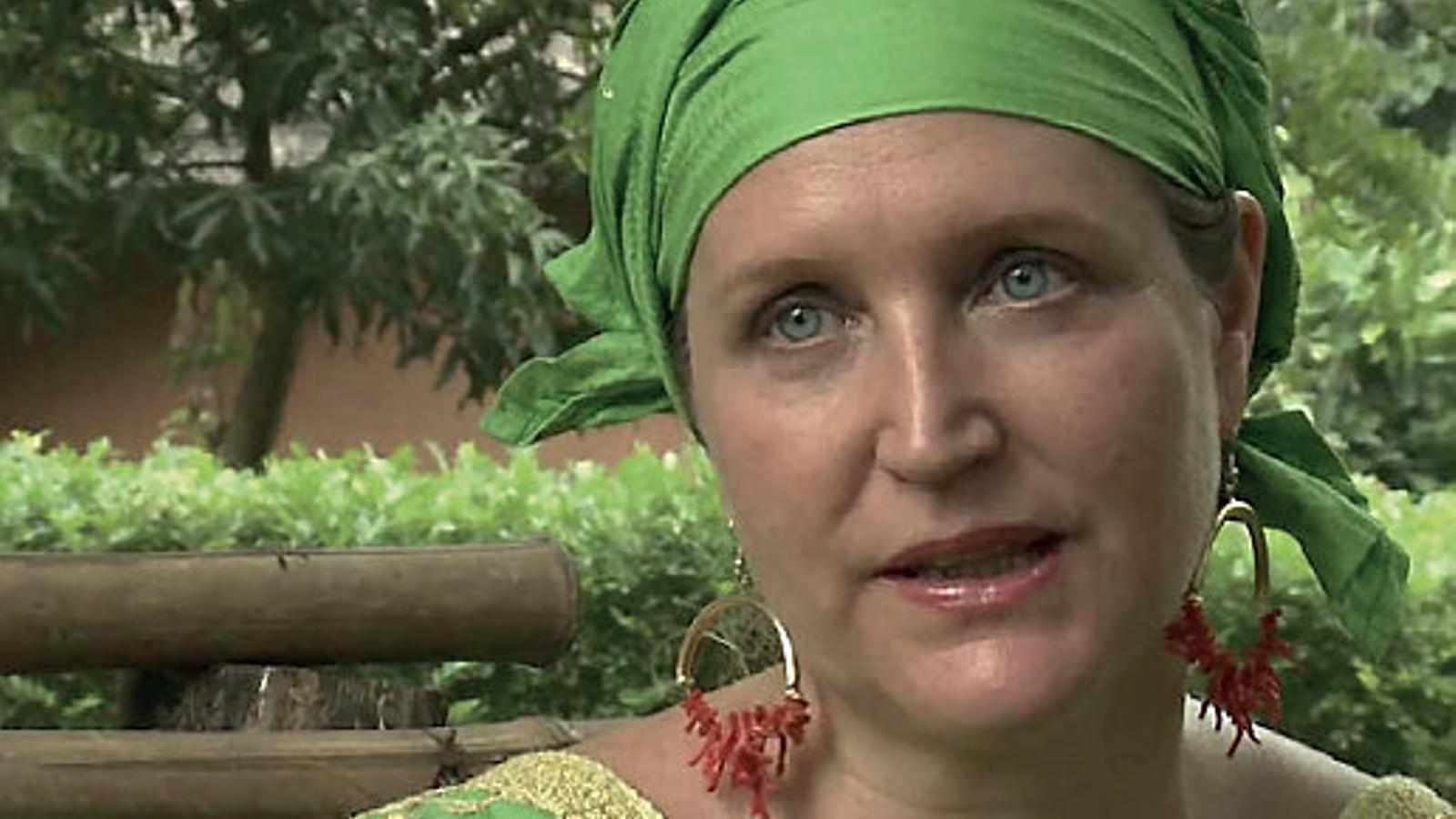 La periodista Lisa Lovatt-Smith, premiada  per la seva tasca al capdavant d'OAfrica.