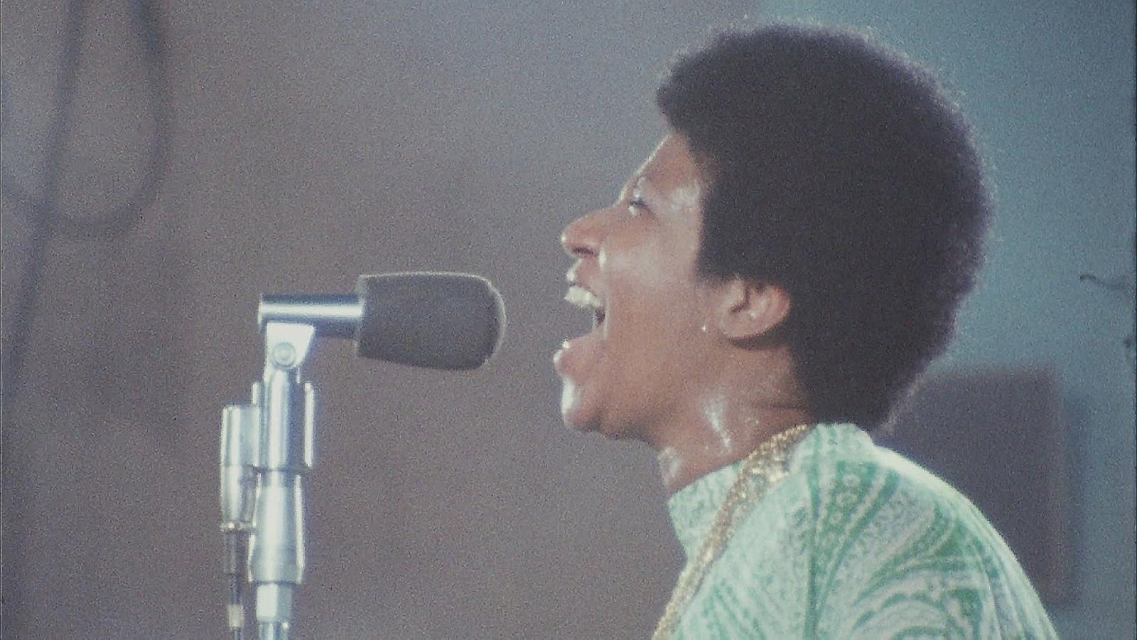 Aretha Franklyn al concert de l'any 1972 que recull el film Amazing grace.
