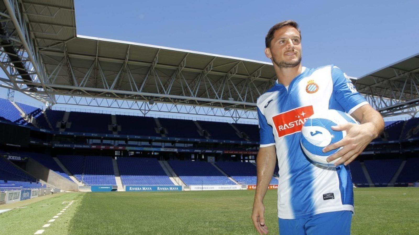Piatti, amb la samarreta del proper curs de l'Espanyol