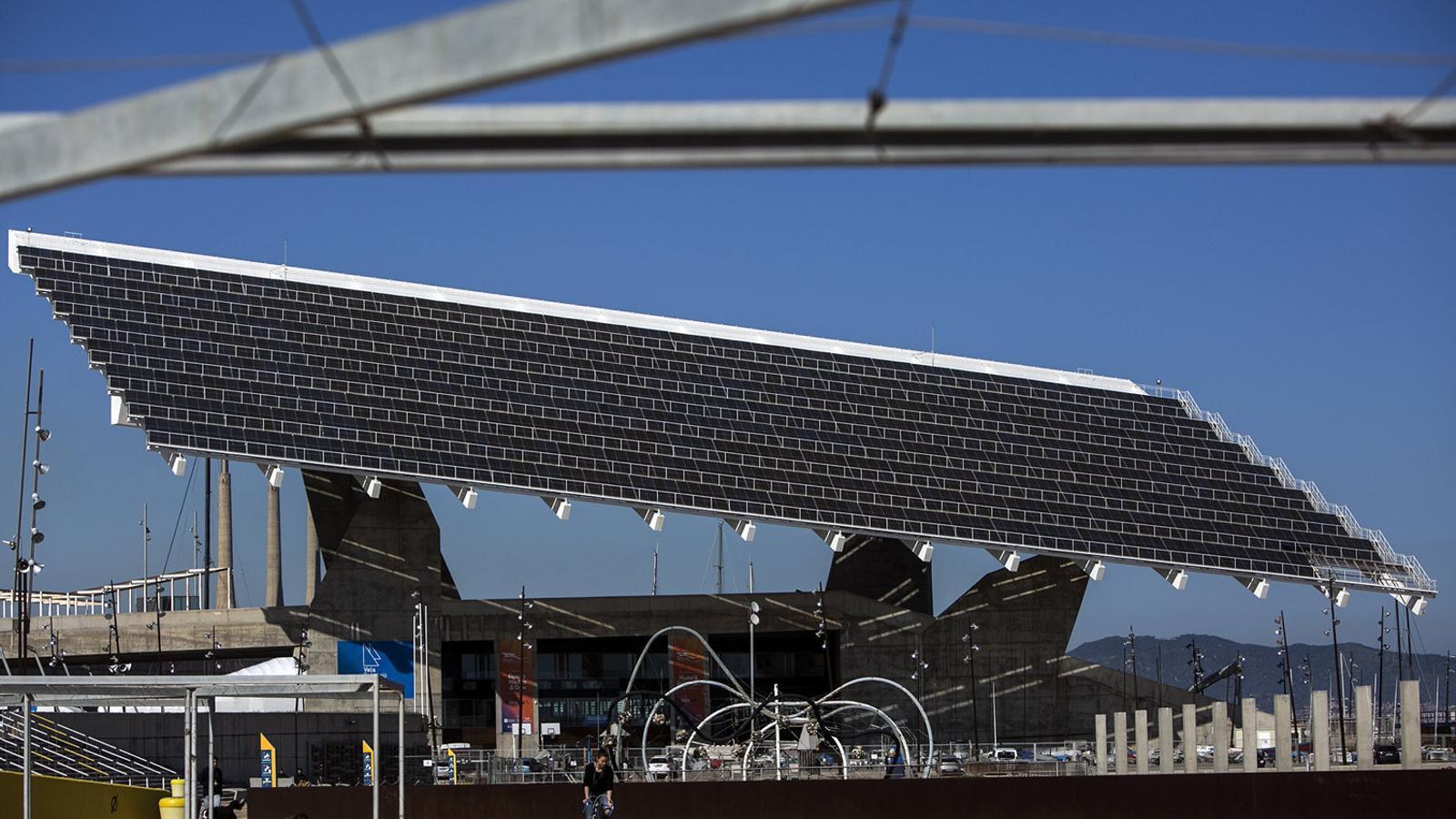 Colau crearà l'empresa pública d'energia més gran de l'Estat