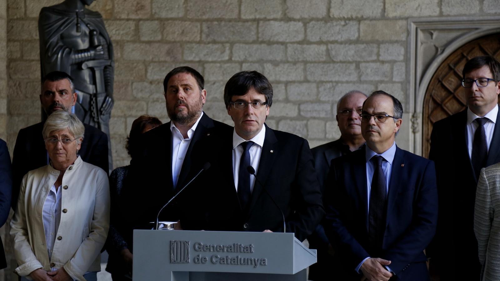 El president de la Generalitat, Carles Puigdemont, acompanyar de la resta del Govern, respon a la macrooperació de la Guàrdia Civil contra l'1-O
