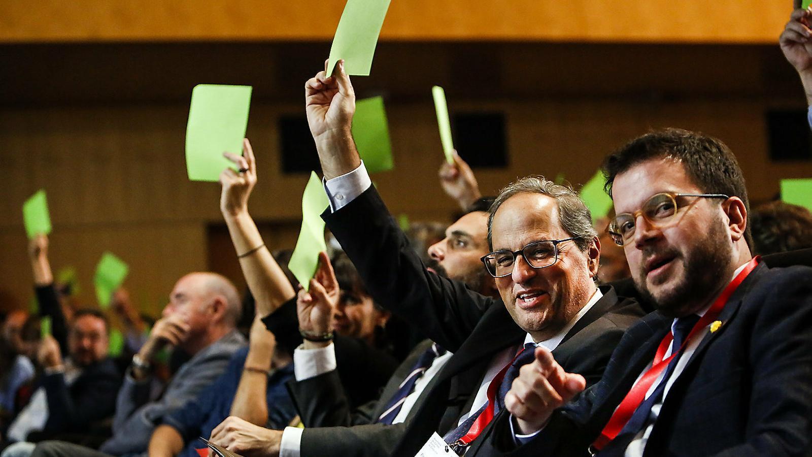 El president Quim Torra, el vicepresident Pere Aragonès i el president del Parlament, Roger Torrent, ahir al Palau de Congressos.