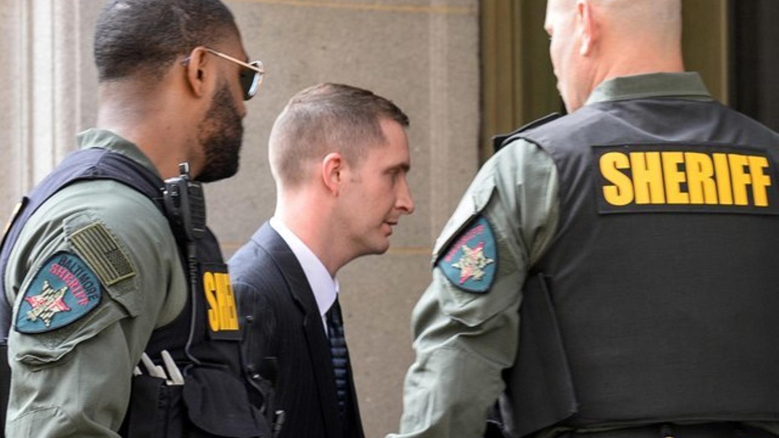 Edward Nero, un dels policies imputats en el cas Freddy Gray, és absolt a Baltimore.