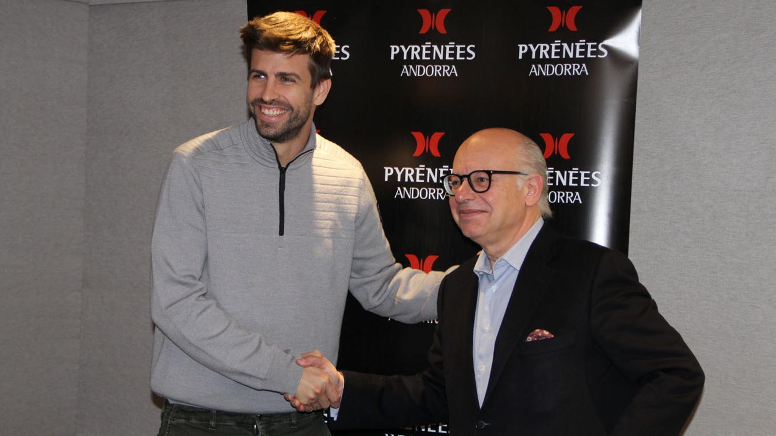 L'accionista de l'FC Andorra, Gerard Piqué, amb el propietari de Pyrénées, Patrick Pérez. / FC ANDORRA