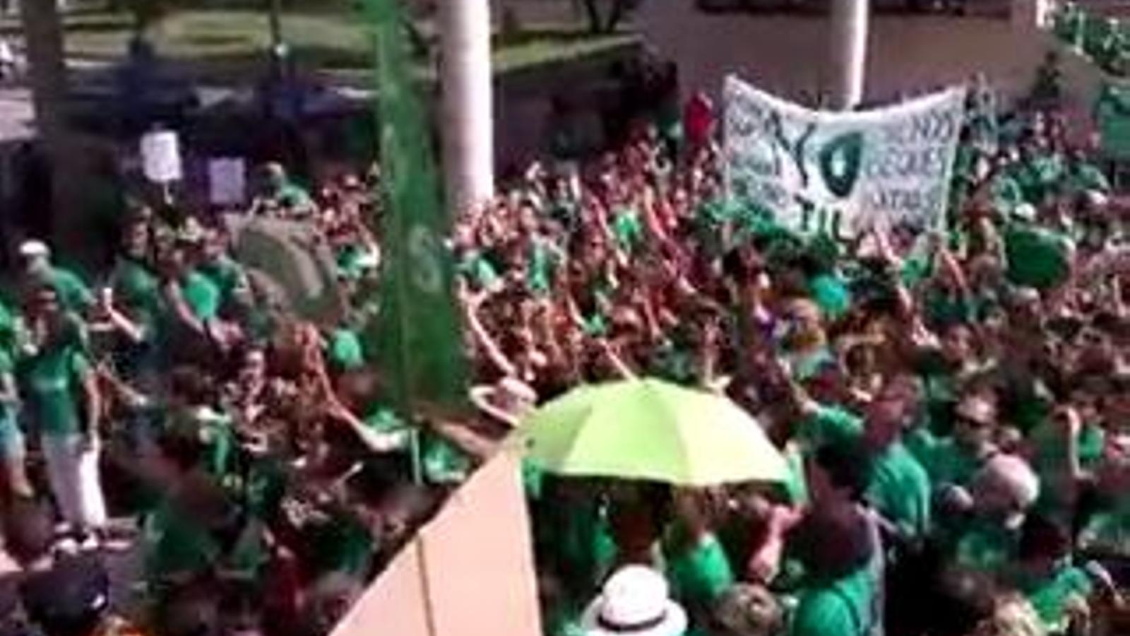 Crits de dimissió davant el rectorat de la UIB