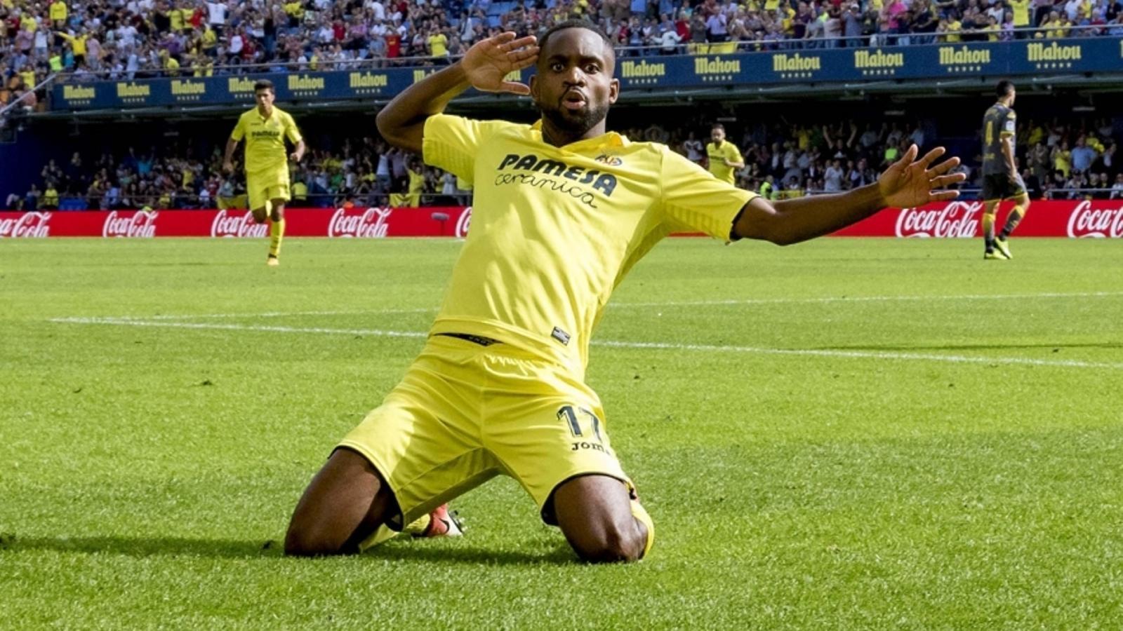 El davanter del Vila-real Bakambu, celebrant un gol aquesta temporada