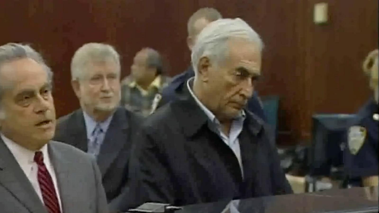 La jutge anuncia a Strauss-Khan que l'envia a la presó