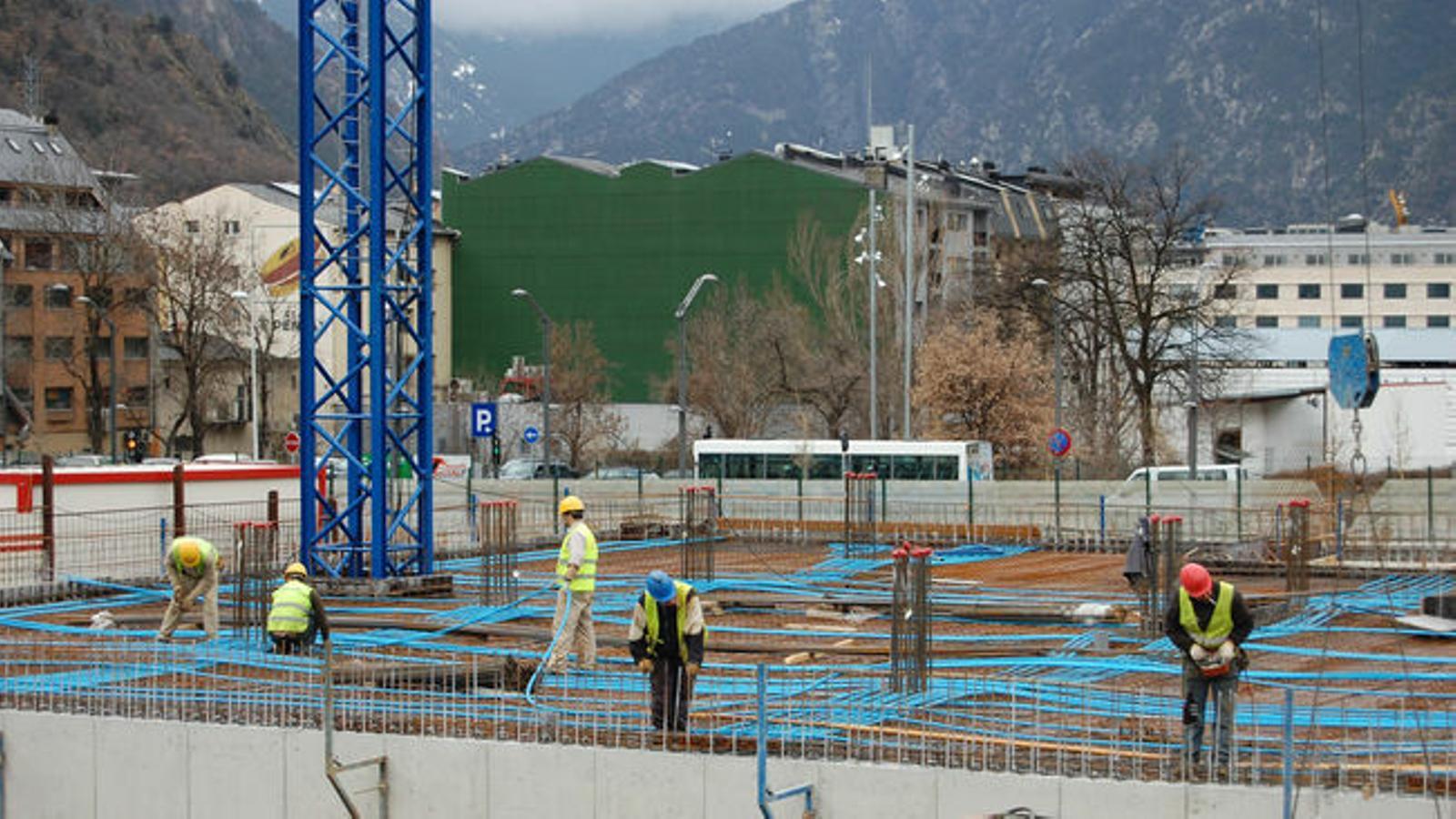 La construcció és un del sectors que ha de deixar de treballar