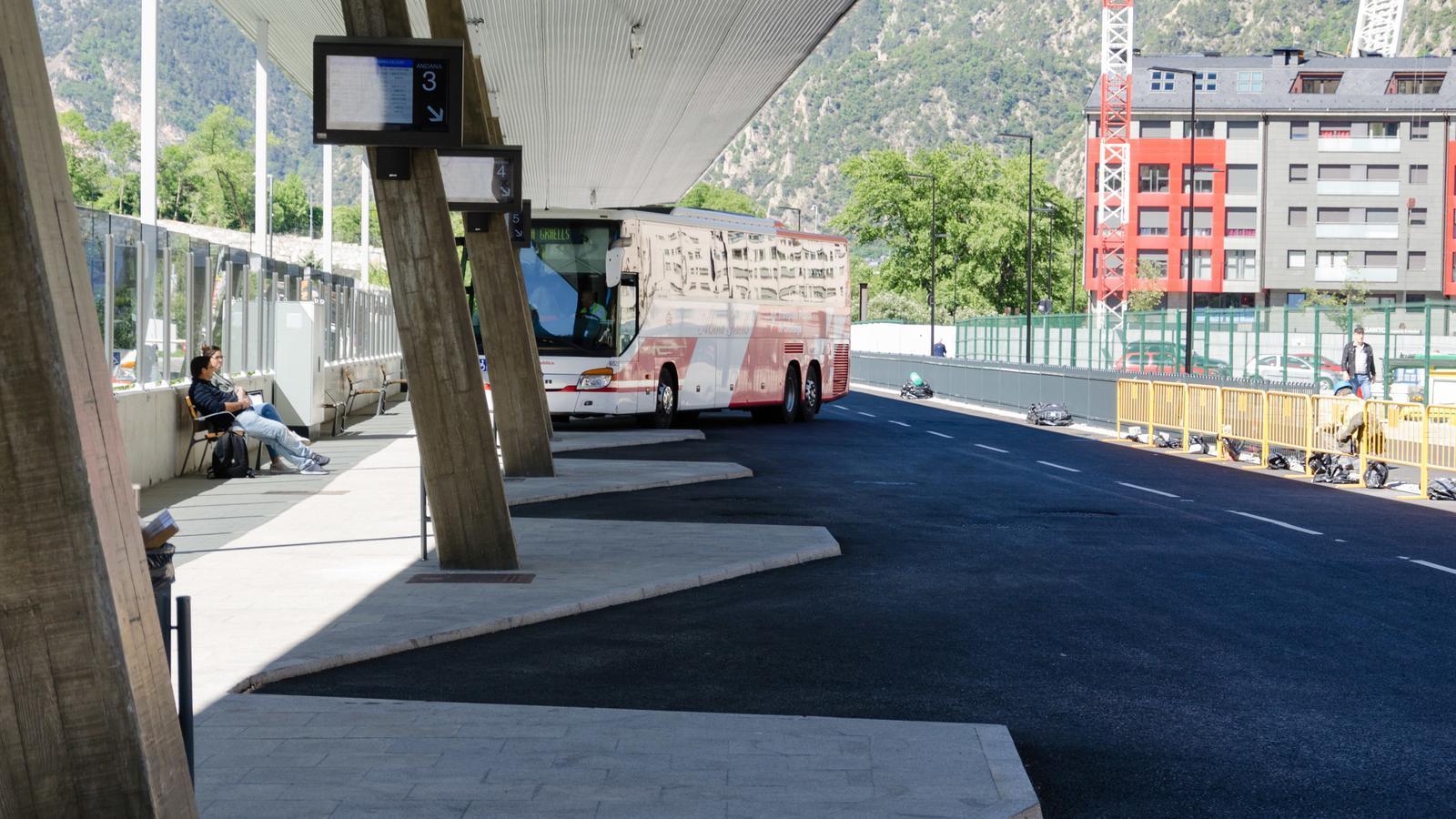 Un autobús a la nova estació nacioal. / Arxiu ANA