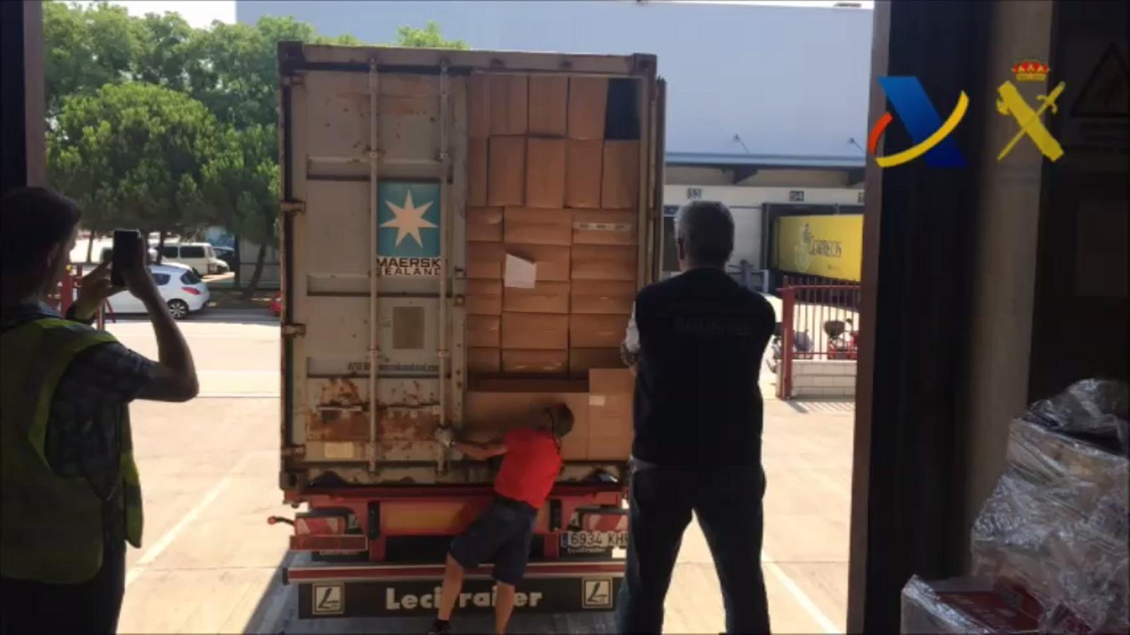 Confiscat al Port de Barcelona un carregament de tabac valorat en 6,2 milions d'euros