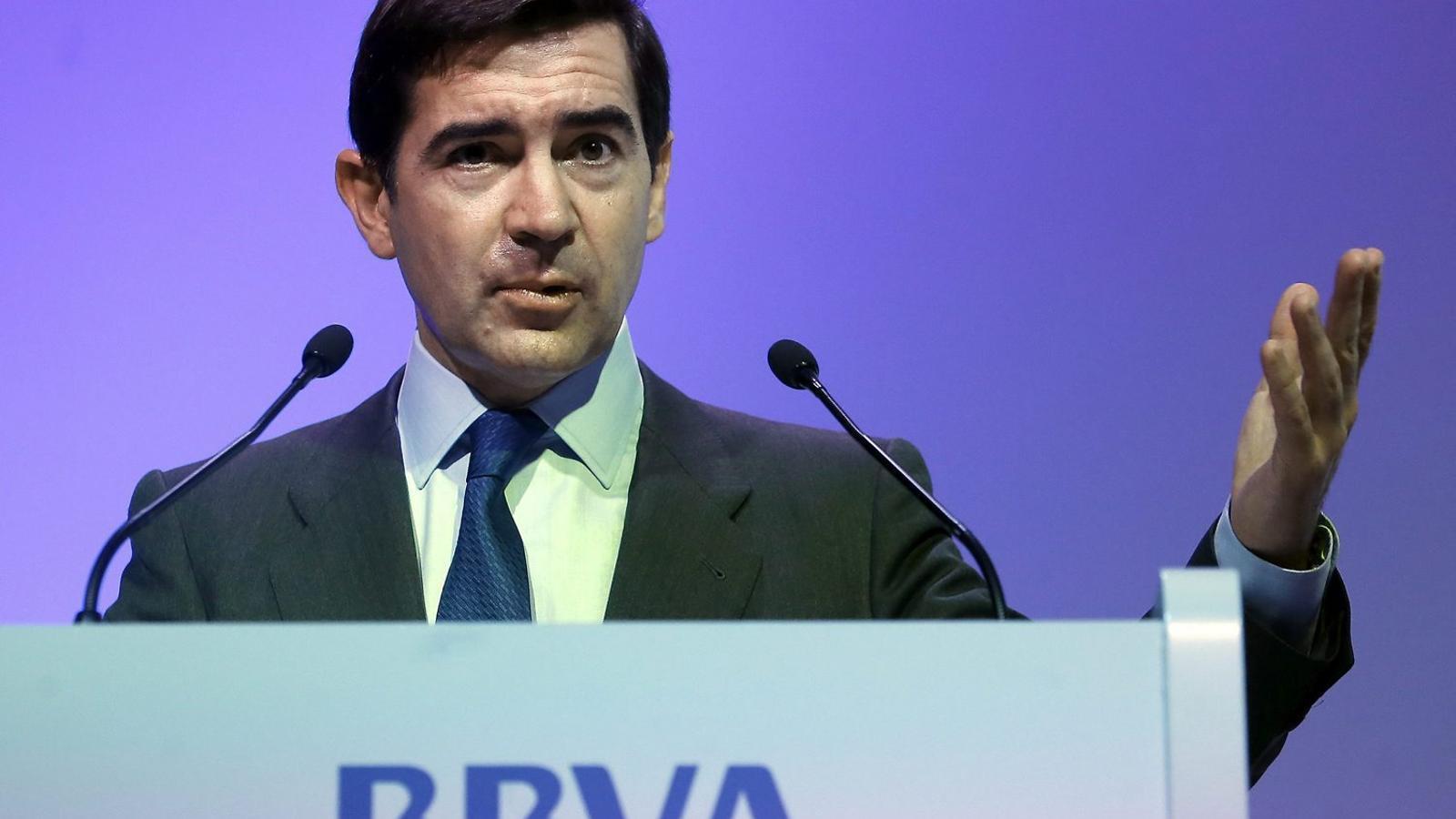 El conseller delegat del BBVA amenaça amb un encariment del crèdit si el PSOE aplica l'impost a la banca